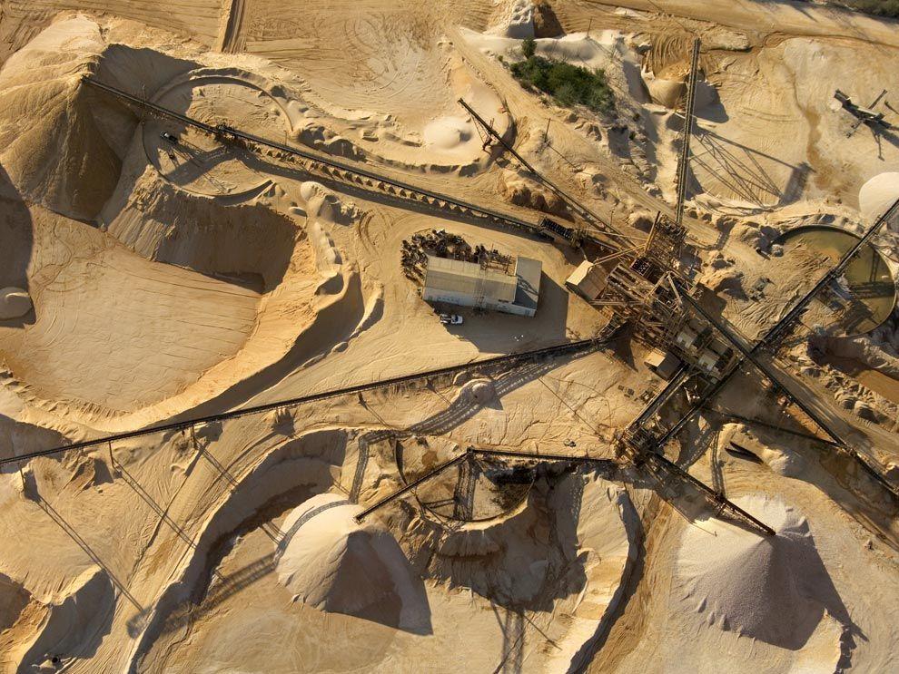5 điều bí mật về khoáng chất trong công thức thức ăn chăn nuôi Mineral-mining_1092_990x742